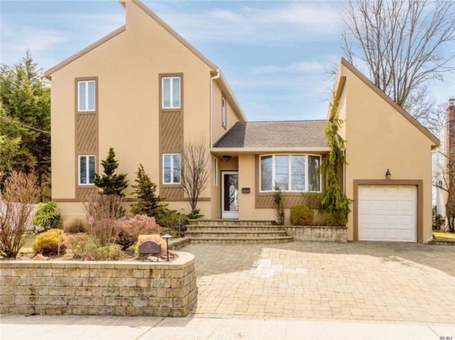 5 BR,  5.00 BTH  Contemporary style home in East Rockaway